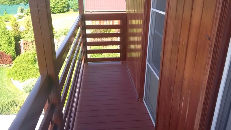 Отделка балконов террасной доской.